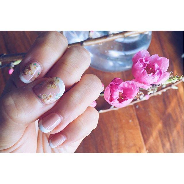 桃の花と春ネイル💅 ・ ・ #お花 #お花ネイル #フラワーネイル #nail #nailart #ネイル #ネイルアート #ネイルデザイン #セルフネイル #ジェルネイル #chiyonail #チヨネイル #네일 #네일아트 #크리스마스 #네일