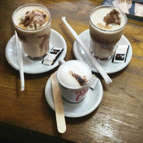 #VidaeCaffe #Monday #woohoo #lifestyle #chocolatefrio #cappuccino morning with my girls. Now this is what I call a real coffee shop. #Ina and #Naina, we've got posh in our blood! #likeaboss (or bosses' daughters) #yummyinmytummy