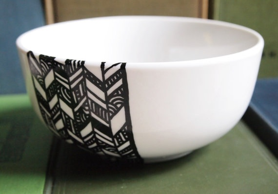 Chevron Bowl: Bowls Hands, Black And White, Drawn Black, Chevron Pots, Chevron Bowls, Ceramics, Hand Drawn, Hands Drawn, Diy