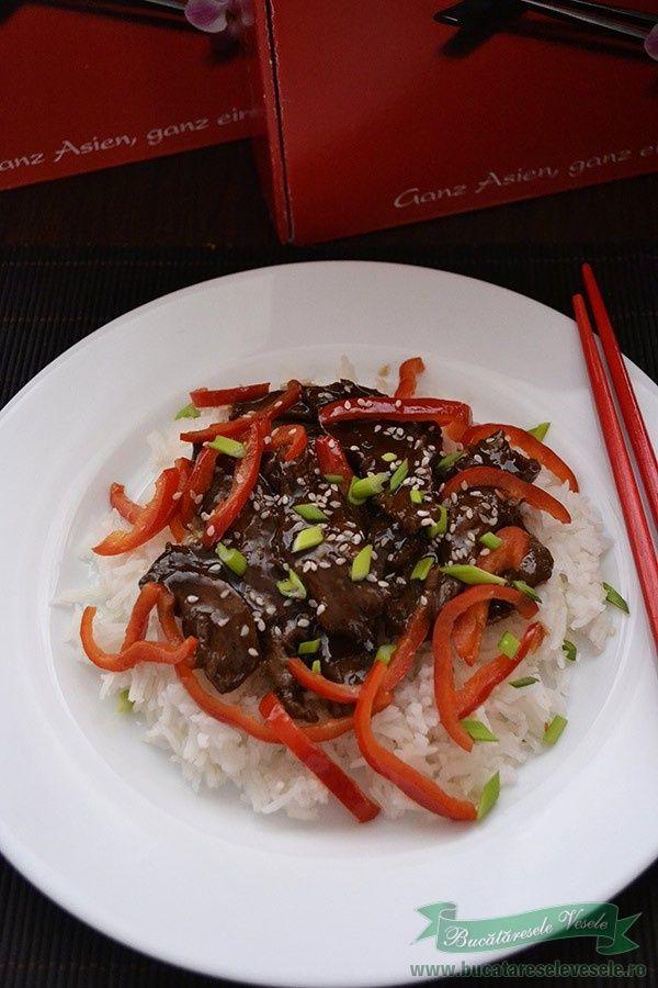 Seria retetelor asiatice pregatite cu produsele Shan'shi continua de aceasta data cu o reteta japonezaVita in sos teriyaki cu orez basmati. Trebuie sa va spun ca sosulJapan Teriyaki de la Shan'shi s-a dovedit a fi excelent in comparatie cu alte sosuri similare achizitonate din comert.Cu un gust echilibrat si o consistenta cremoasa si lucioasa, sosul