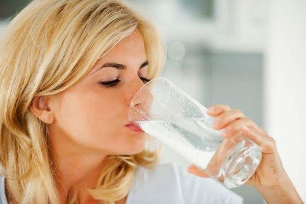 Méregtelenítsünk és karcsúsodjunk! Íme a 10 napos meleg vizes fogyókúra receptje