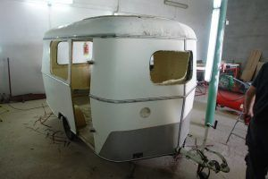 eriba puck oldtimer wohnwagen baujahr 1966 vor der restaurierung ohne fenster t ren vintage. Black Bedroom Furniture Sets. Home Design Ideas