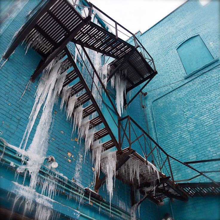 artunderus:BLUE WATER FALLSNature in action in the city. Some things are simply a joy for no real reason at all. And that is just fine.Paul