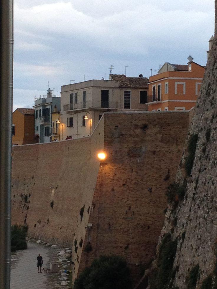 Termoli - Le mura del Borgo Antico. By Stefania Antonelli