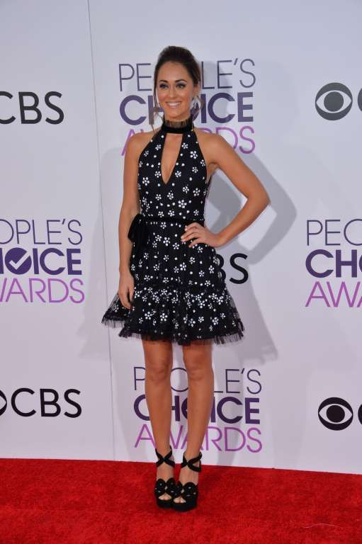 """2017 People's Choice Awards:     """"The Great Indoors"""" actress Susannah Fielding attends the People's Choice Awards at the Microsoft Theater in Los Angeles on Jan. 18, 2017."""