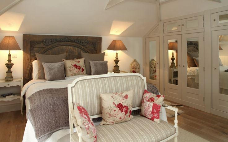 LINCOLNSHIRE: Fabulous Queen Size bed with hand carved oak headboard and stunning traditionally styled decor with a modern twist for the master bedroom of this beautiful self-catering home. The Parisian cottage, Stamford, Lincolnshire.