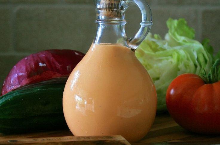 Un grand classique des vinaigrettes fait maison avec des ingrédients que vous avez à la maison pour les gens de la maison... miam!