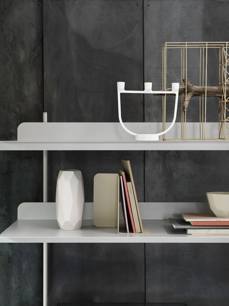 OPEN candelabra designed by Jens Fager & COMPILE shelving system designed by Cecilie Manz for Muuto #muuto #muutodesign #scandinaviandesign #candelabra #shelvingsystem #ceciliemanz