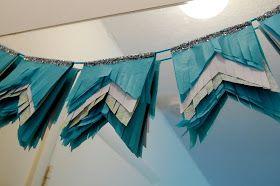 Ttutorial de Guirnaldas de papel china con flecos DIY: Tissue Fringe Pennants
