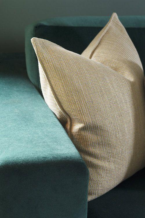 DivineDesign, detail, green velvet sofa