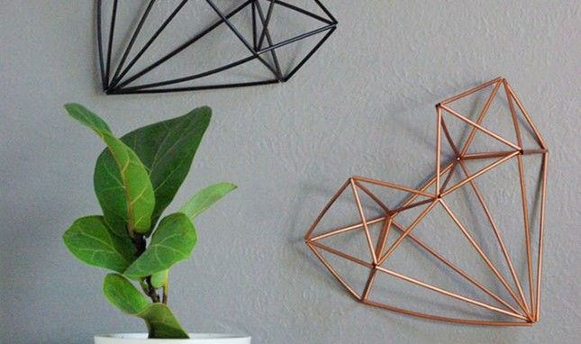Find your walls in need of some decoration? Why spend money buying one when you can make 3D wall arts using straws and wires!