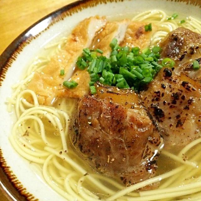 さっぱり鰹ベースのスープと炙りソーキのメリハリを意識しました(*^^*) - 189件のもぐもぐ - 炙りなんこつソーキの沖縄そば by TOTOLONNE