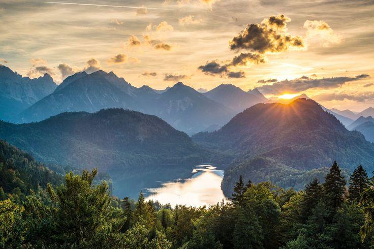 Genießen Sie die Allgäuer Berge, den #Hopfensee und Schloss #Neuschwanstein!    Mit nur wenigen Schritten erreichen Sie den #Hopfensee zum Wandern oder Radeln. Besuchen Sie die berühmten Schlösser #Neuschwanstein und #Hohenschwangau. Ferien in bestem Ambiente: Landhaus Hotel Kössel in Hopfen am See.   http://www.landhaus-koessel.de/de/