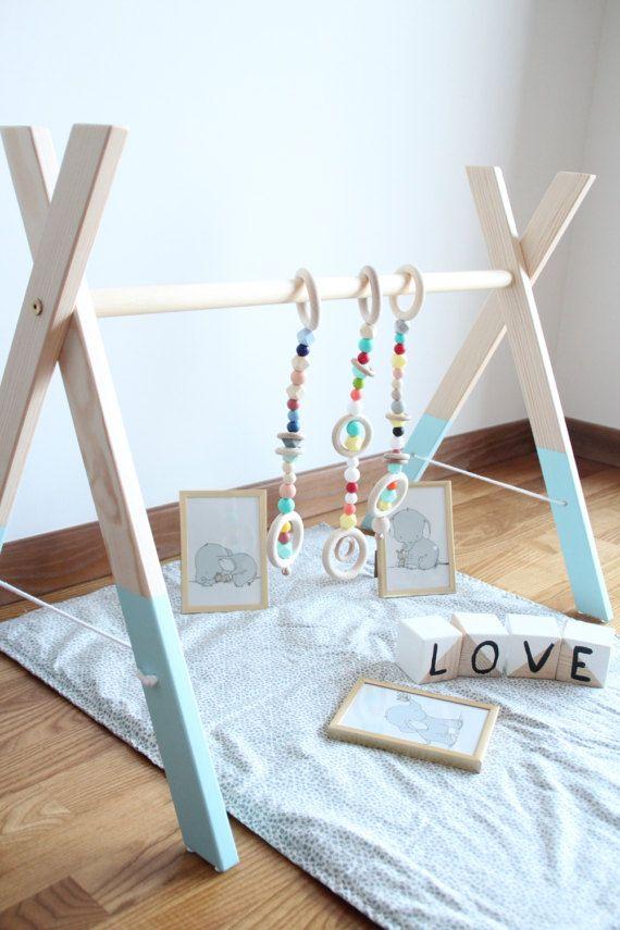 Baby Holz Gym mit 3 Fitness Spielzeug / von ZanesCrochetTreasure