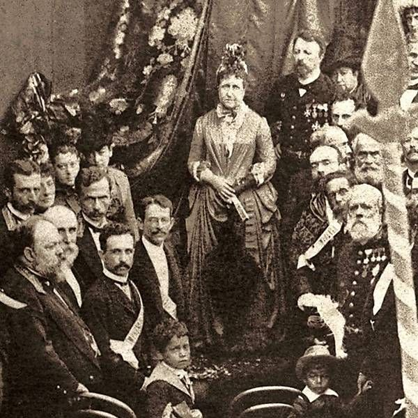 Detail of Outdoor Mass of Thanksgiving in honor of the abolition of slavery held on May 17, 1888, in Campo de São Cristóvão, in Rio. In the image appears Princess Isabel, Count D Eu (background), Machado de Assis (in the right corner, the second from the bottom up).