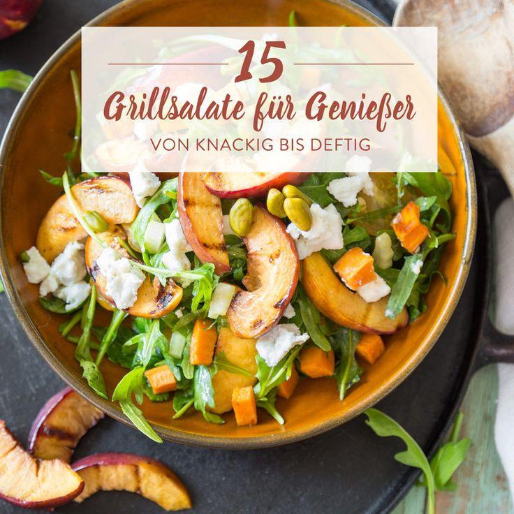 Selbst eingefleischten Grillfans kommt das Bratwürstchen ganz ohne Beilage etwas traurig vor. Wie gut, dass es leckere Grillsalate gibt, die deinen Teller mit kunterbunter Vielfalt füllen. Saftiges Gemüse und knackige Salatblätter. Deftig mit Nudeln, Kartoffeln oder Quinoa. Klassisch cremig oder asiatisch leicht – bei diesen 15 Grillsalaten ist für jeden was dabei.