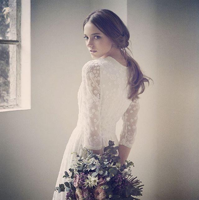 CE JOUR LA(ス・ジュール・ラ)  image photo Dress:Delphine Manivet No.2335/ヴィンテージ生地を使用したロングスリーブドレス。ベルベットの小花(ドット)柄が光沢感を放つ可憐なロマンティックスタイル。 #cejourla#hatsukoendo#weddingdress#image#photo#delphinemanivet#dress#ginza#スジュールラ#ハツコエンドウ#ウェディング#ドレス#イメージ#写真#デルフィーヌマニヴェ#銀座#bouquet#flower#ブーケ#花#プレ花嫁#CEJOURLAsnap