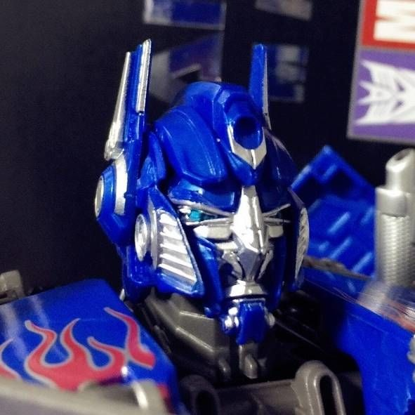 MPM-4 Movie Masterpiece Optimus Prime Gives You His Faces