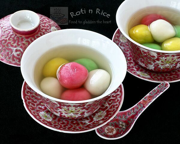 Tang Yuan (Glutinous Rice Balls) with Red Bean Paste Filling.... I remember these......