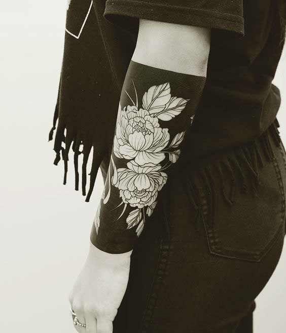 Compilação das melhores tatuagens no antebraço para homens e mulheres. Desenhos de flor de lótus, animais, frases, rosas, olhos, pássaros, paisagens, tribais, mandalas, entre outros símbolos. 120 Ideias inspiradoras para tatuar o seu antebraço e deixá-lo cheio de estilo!