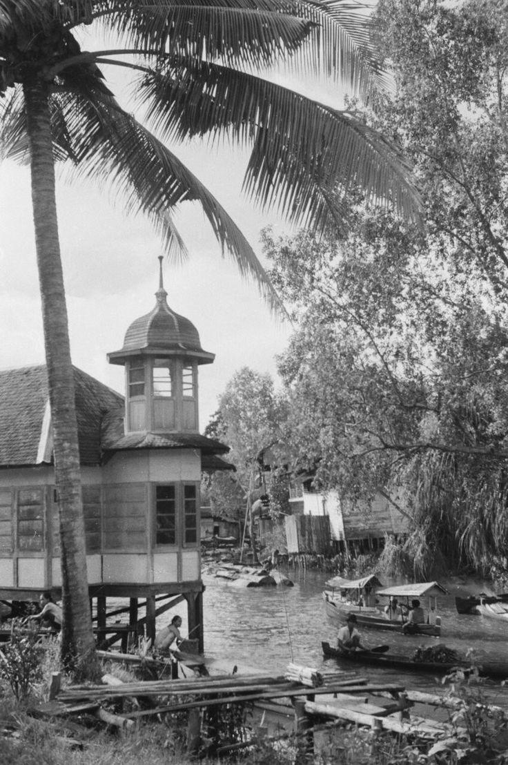 Bandjermasin, een stad op en boven het water. 1948