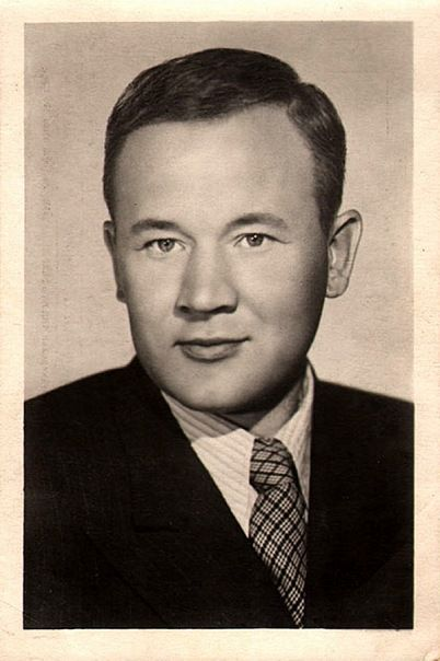 Борис Андреев.