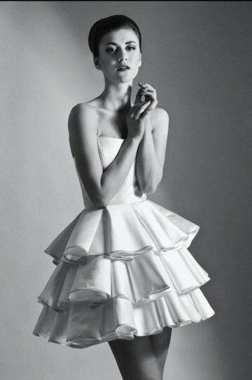 Kto chce wyglądać jak z bajki? Znalazłyśmy dla was sukienkę w kontrafałdy:  http://sklep.elle.pl/p/sukienka-w-kontrafaldy-aleksandra-mlynarska-w-pakamerapl?ein=law20gcdu95ks6vo