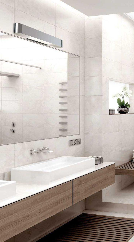 Απλίκα - φωτιστικό τοίχου για μπάνιο σε μοντέρνο στυλ, με βάση μεταλλική χρωμίου και γυαλί σατινάτο. Snap Collection της Viokef! - Wall lamp, ideal for the bathroom, in modern style, Its metal base is chrome color and its glass is satin! #bathroom #bathroomdesign #bathroomideas #walldecor #walllight #decor