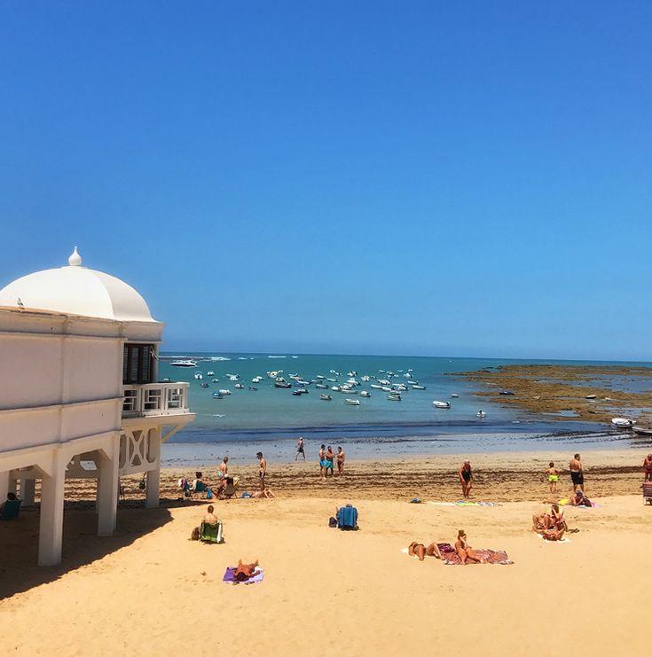 Praia urbana de Cádis: além de se comer maravilhosamente bem, a Andaluzia também é linda