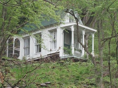 Beautiful little white victorian house: Romantic Getaways, Charms Cottages, Hunt'S Cabins, Little Houses, Tiny Houses, Victorian Cottages, Vintage Girls, Front Porches, Victorian Houses