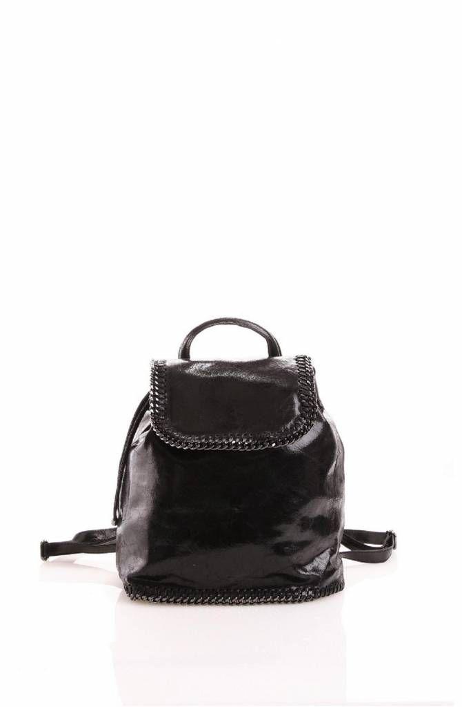 - Retro rugzak zwart leder suède versierd met een metalen ketting