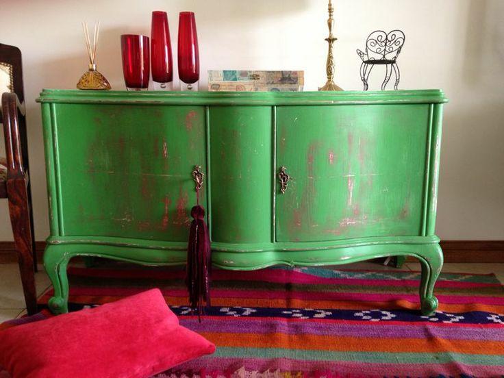 Muebles De Baño Reciclados:MUEBLE FRANCES BAJO VERDE DECAPADO EN FUCSIA More