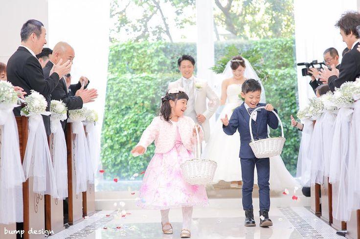 #フラワーガール&ボーイ  退場の際は2人の可愛いフラワーガールちゃんとフラワーボーイ君が先導して華やかな道を作ってくれました  素敵なお二人の時間が子供ちゃん達のおかげで更に輝きました  #結婚#結婚式#結婚写真#ブライダル#ウェディング#wedding#前撮り#ロケーション前撮り#ドレス#カメラマン#結婚式カメラマン#ブライダルカメラマン#写真家#結婚式準備#花嫁準備#花嫁#プレ花嫁#プロポーズ#ウェディングドレス#バンプデザイン#bumpdesign#instagramwedding#instagramjapan#イトウスグル#IGersJP#写真好きな人と繋がりたい #ファインダー越しの私の世界#日本中のプレ花嫁さんと繋がりたい