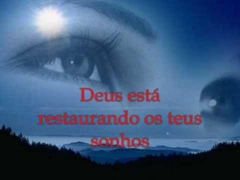 É a música feita pelo ex olodum, Lázaro, que Deus esta falando, que o ama…