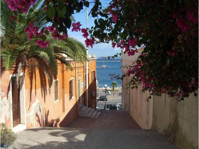 #Sardegna #Carloforte e l'isola di #SanPietro - http://www.amando.it/tempo-libero/viaggi-vacanze/sardegna-carloforte-isola-san-pietro.html