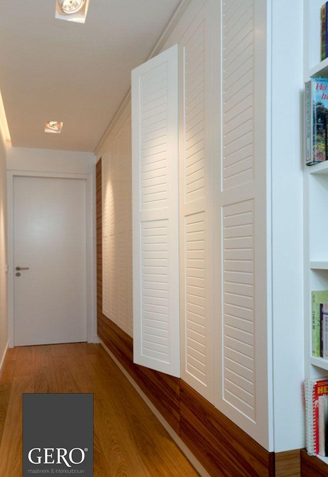 GERO Maatwerk & Interieurbouw -  Kast met louvre deurtjes, waardoor een landelijk strakke sfeer ontstaat www.gero-interieurs.nl