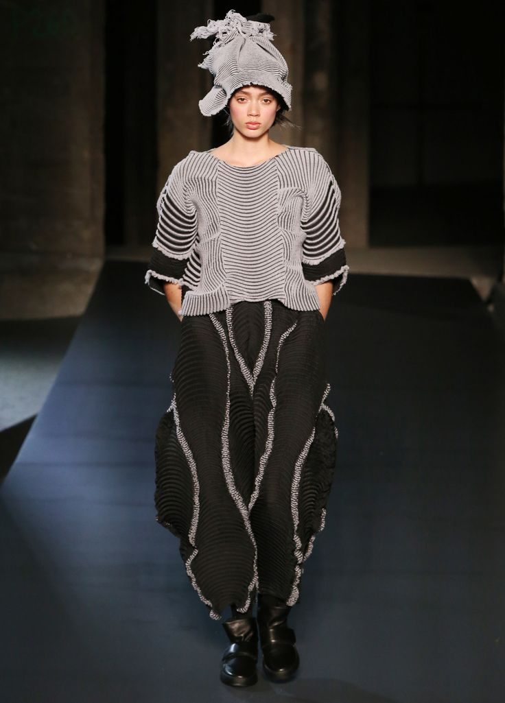 Popular AUTUMN WINTER 2018 COLLECTIONS ISSEY MIYAKE BRANDS Photo - Simple Elegant issey miyake Pictures