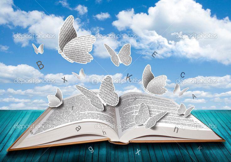 Libro abierto con las letras de las mariposas en el cielo azul - Imagen de stock: 34693599