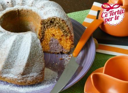 Nero, arancio e viola: ecco una #ciambella ai tre colori ispirata ad #Halloween.  Clicca e scopri la ricetta...