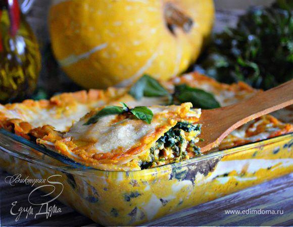 Лазанья из индейки со шпинатом и соусом из тыквы . Ингредиенты: тесто макаронное для лазаньи, индейка фарш, шпинат свежий