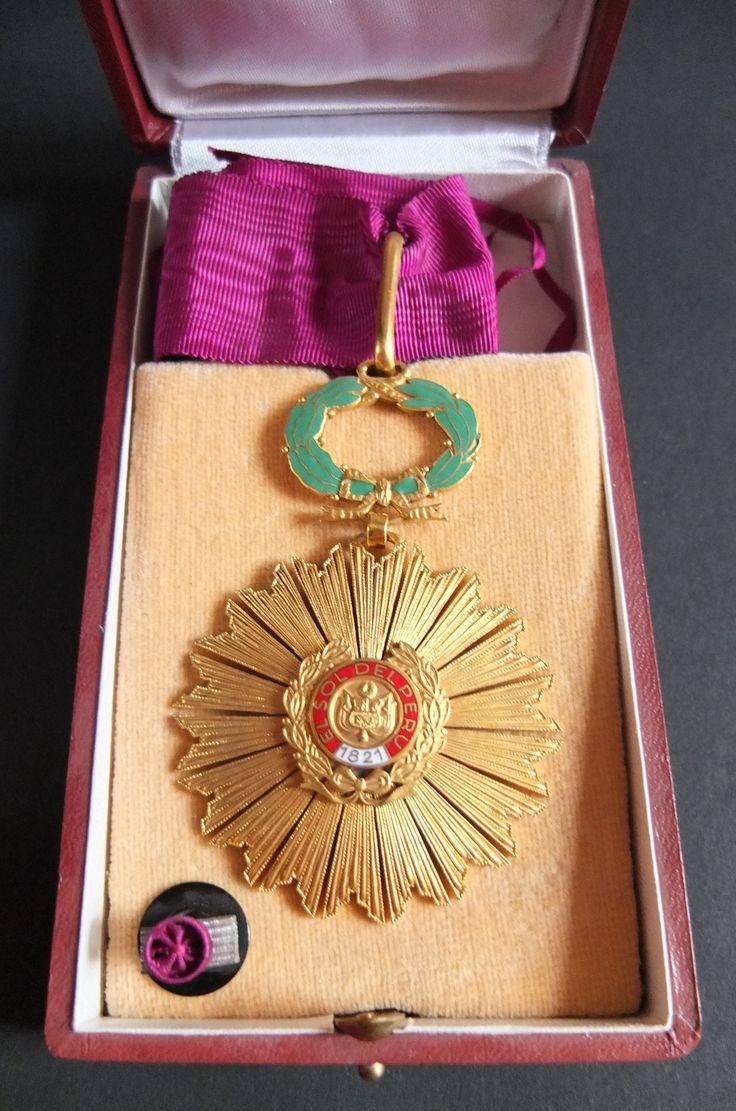 Ordre du Soleil du Pérou - Etoile de Commandeur - Rubans d'origine; Diamètre: 59mm; Ecrin d'origine - Sa rosette sur Coussin - Fabrication de la Monnaie Nationale de Lima