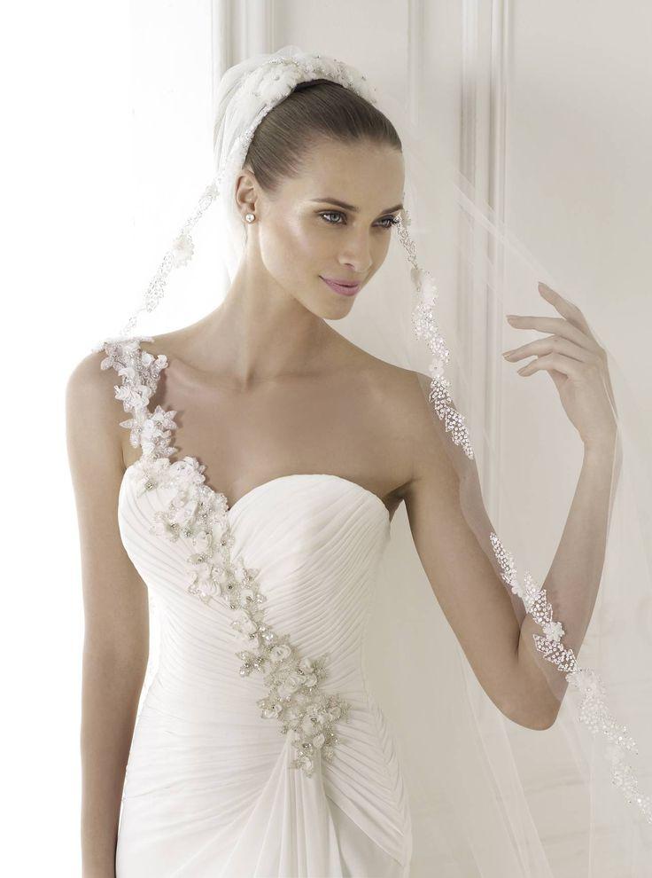 Kiváló minőségű 2015-ös Pronovias menyasszonyi ruhák legnagyobb választéka az országban a La Mariée Budapest esküvői ruha szalon!