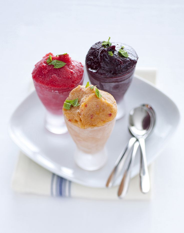 Sorbetti leggeri ai tre frutti : Scopri come preparare questa deliziosa ricetta. Facile, gustosa e adatta ad ogni occasione. Questo dolce/dessert ha un tempo di preparazione di 20 minuti.