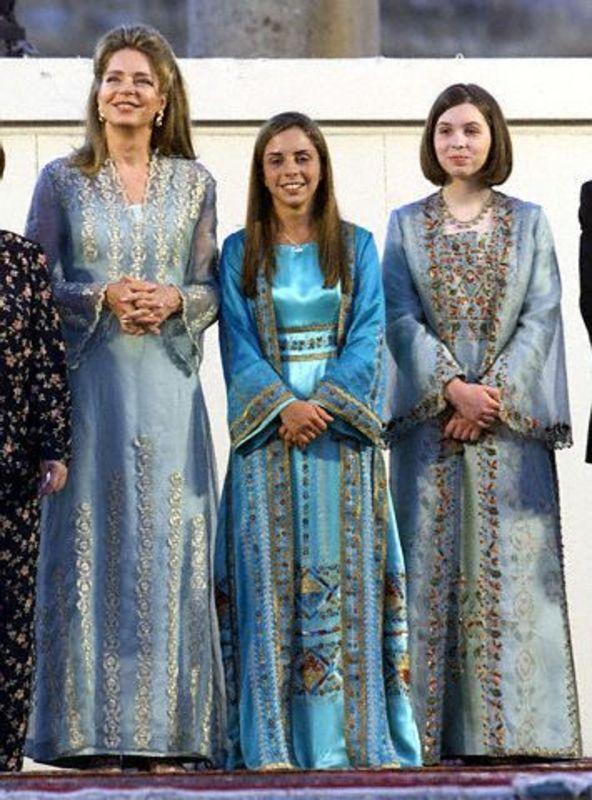 Queen Noor And Her Daughters Girls In Blue Dresses