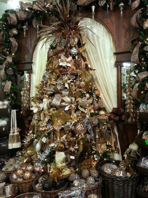 Amazing Decorated Christmas Tree http://imagespictures.net/amazing-decorated-christmas-tree-7/