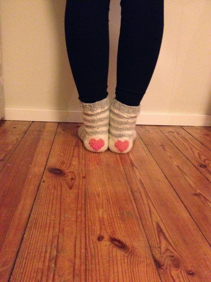 Tuntematon Tuunaaja: Raitasukat sydänkantapäällä // Striped socks with hearts in the heels