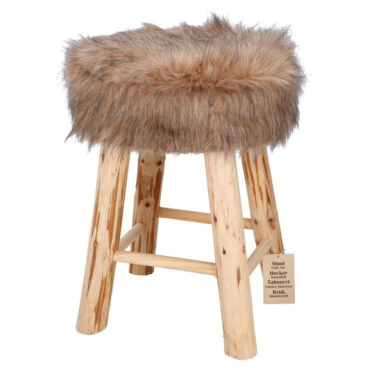 Geef je interieur een stijlvolle toevoeging met deze bruine kruk. De kruk heeft 4 robuuste houten poten en zitting bekleed met bruin nep bont. Afmeting: 30 x 30 x 42 cm - Kruk Nep Bont Bruin BT
