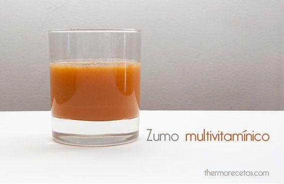 Este zumo multivitaminíco combina los grandes beneficios de la zanahoria, la naranja y la manzana.