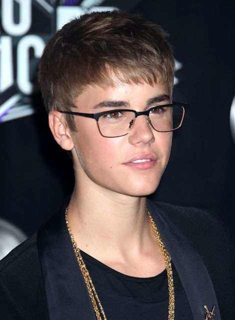 Eyeglass Frames Little Rock : Justin Bieber in spectacles Singers Pinterest Justin ...