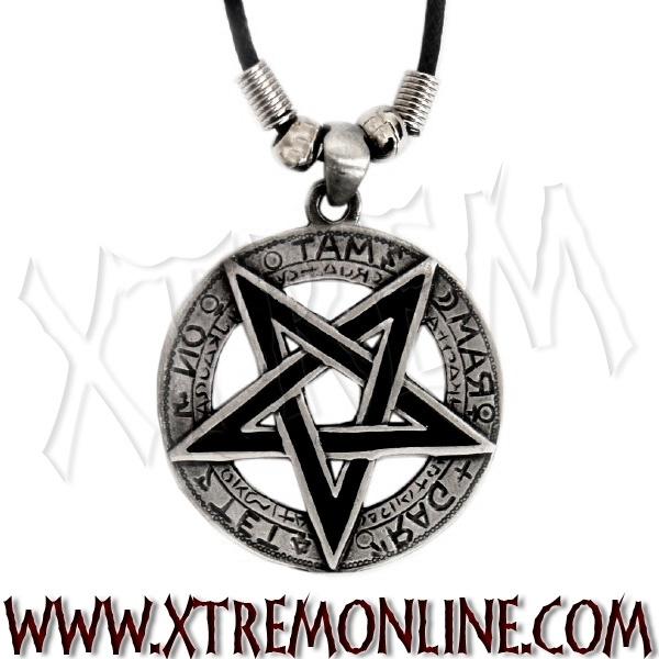 Colgante pentagrama invertido negro con cordón. Echa un vistazo a nuestra colección de colgantes góticos, biker y  heavy: cruces, calaveras, dragones, pentagramas...